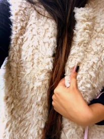 How to style fur vest outfit 14