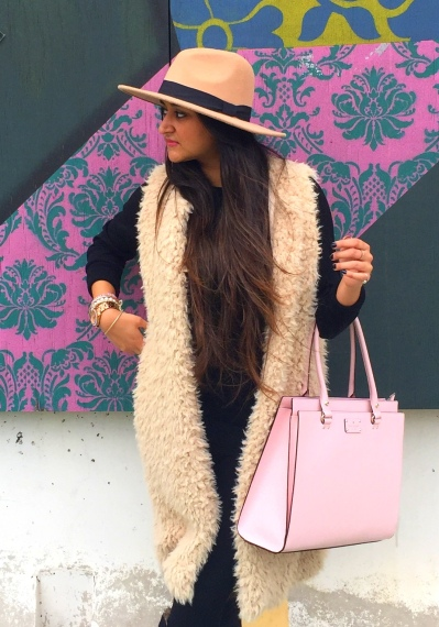 How to style fur vest outfit 4