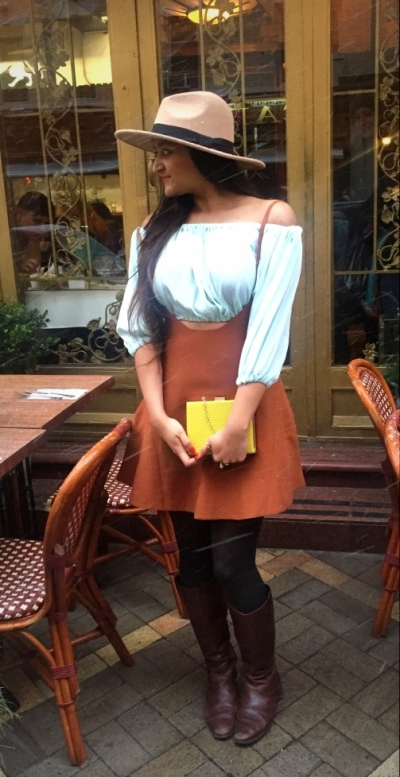 How to Wear an Overall Dungree Pinafore dress 3
