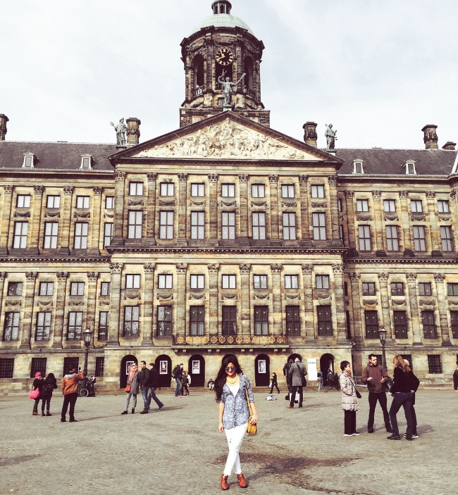 Travel Outfits - What to Wear in Amsterdam 8