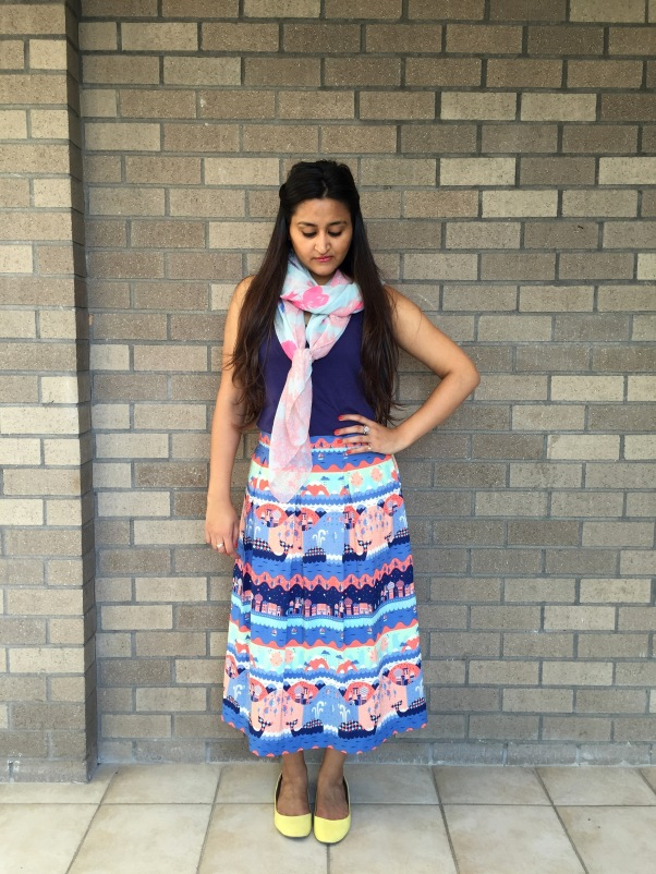 What to Wear With a Printed Skirt 5