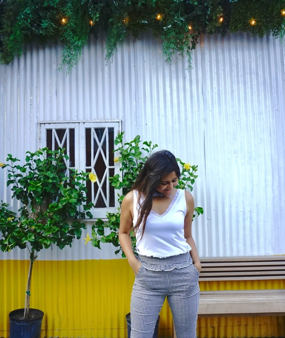Frilled Waist Gingham Pants Outfit 3