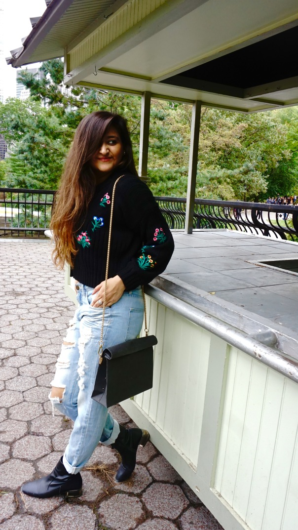 How to wear a Cropped Sweater Fall Outfit 7