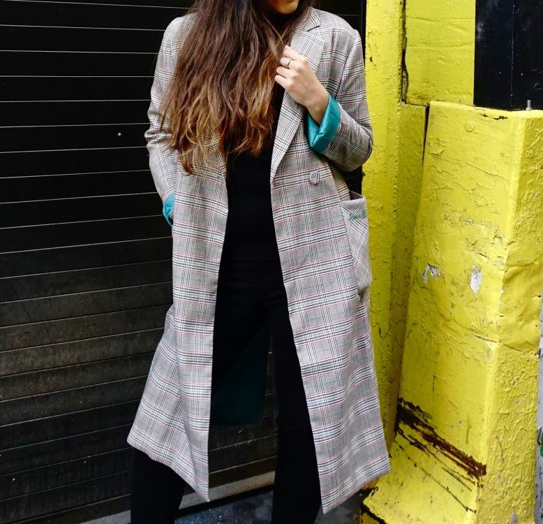How to Wear a Long Oversized Blazer Coat 5