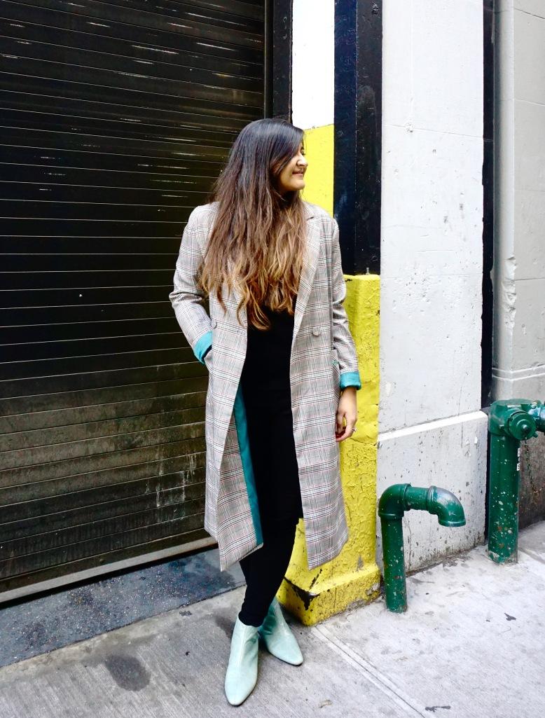 How to Wear a Long Oversized Blazer Coat 6
