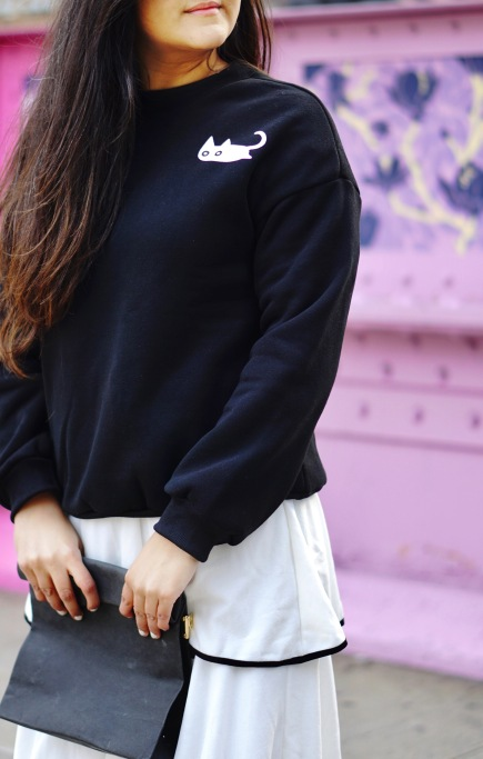 skirt and sweatshirt street style outfit 5